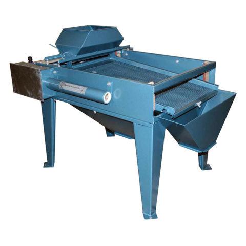 Valymo įrenginys skirtas nepageidaujamiems produktams (akmenims, žvyrui) atskirti.