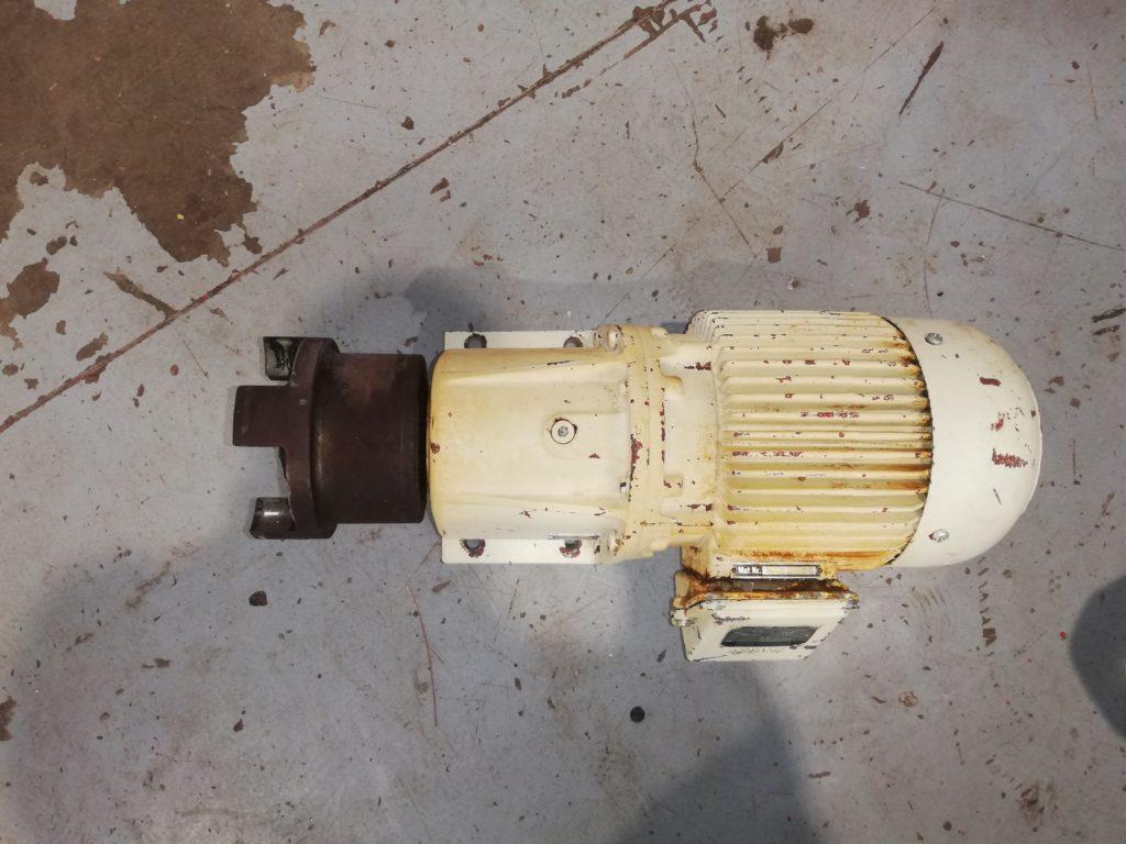 Naudotas elektros variklis su reduktoriu
