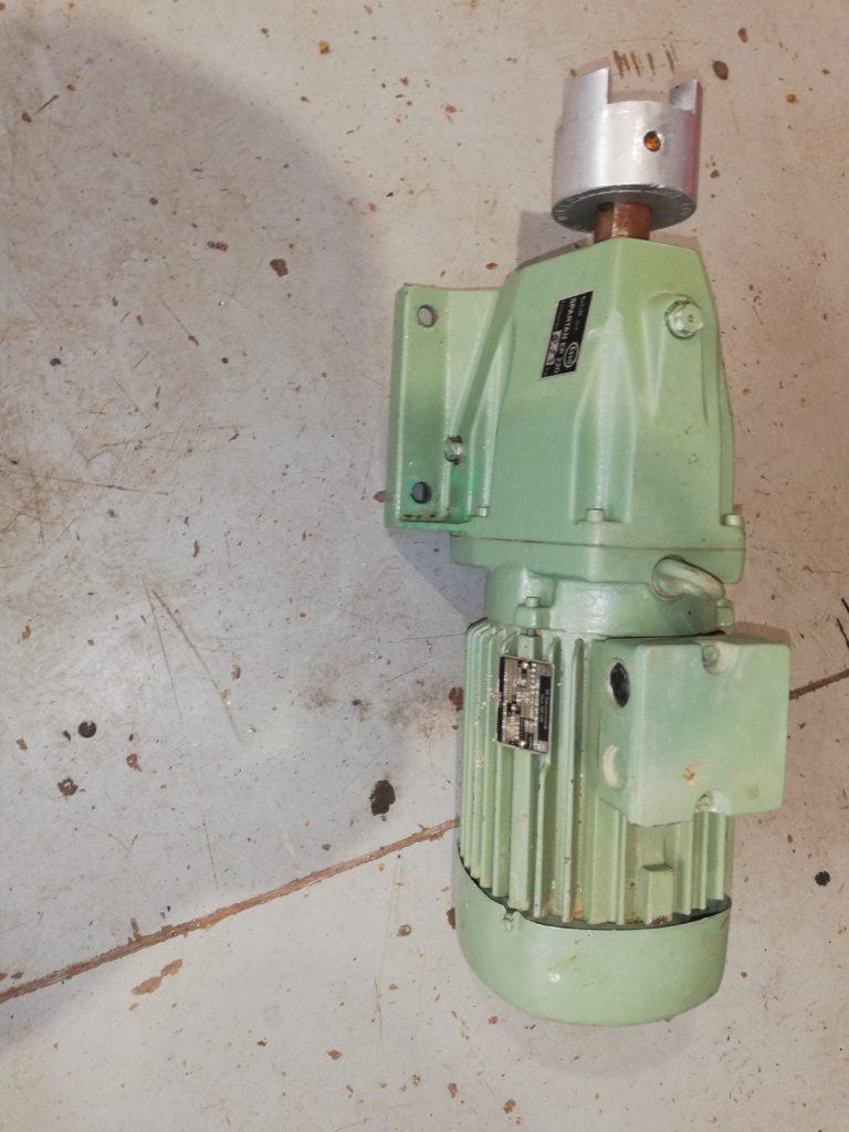 Naudoti elektros varikliai su reduktoriais