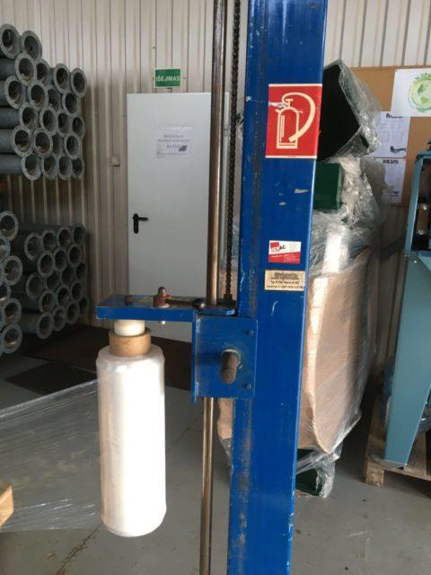 Rankinis palečių apvyniojimo įrenginys